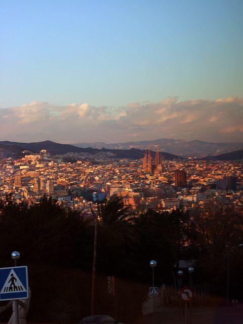 エスパーニャSPAINカタルーニャ地方・バルセロナモンジュイックの丘から見たサグラダファミリヤ