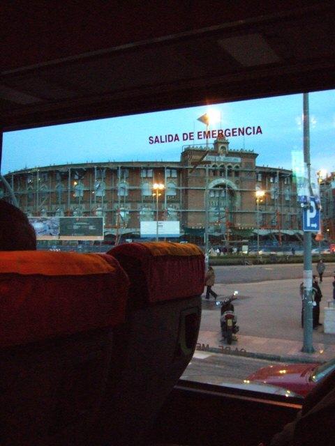 エスパーニャSPAINカタルーニャ地方・バルセロナアウトレットモールショッピングモール闘牛場改装中