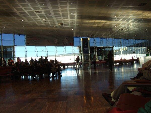 エスパーニャSPAINカタルーニャ地方・バルセロナ空港BCNバルセロナプラット空港ゲート21前