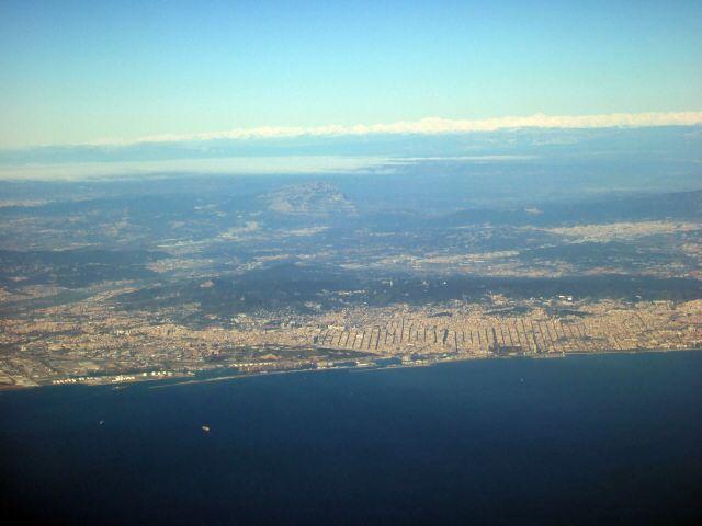 エスパーニャSPAINカタルーニャ地方・バルセロナ空港BCNバルセロナプラット空港SPANAIR EC-IMB エアバスAIRBUS A320-200から見たバルセロナ