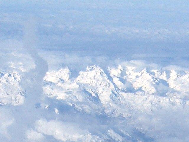 SPANAIR EC-IMB エアバスAIRBUS A320-200スイスアルプスの山々ヨーロッパアルプスマッターホーンはどこに?