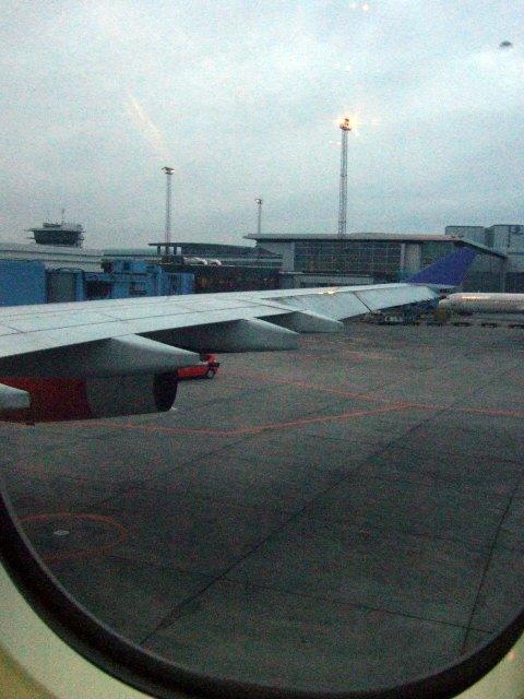 デンマーク・コペンハーゲン空港SASスカンジナビア航空SK983便エアバスA340 LN-RKG