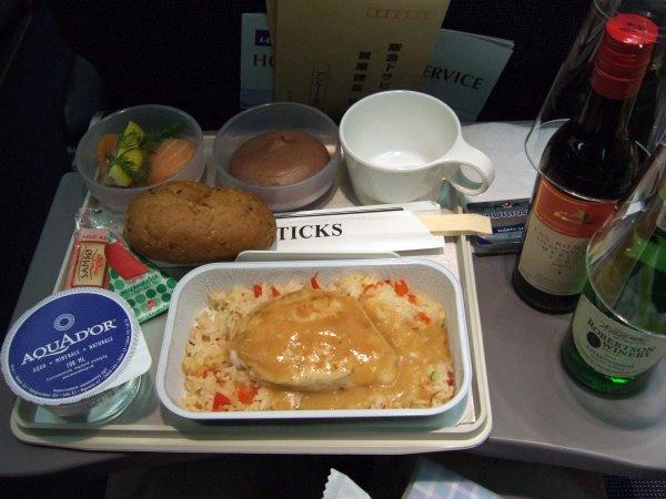 デンマーク・コペンハーゲン空港SASスカンジナビア航空SK983便エアバスA340 LN-RKG機内サービス機内食サービス