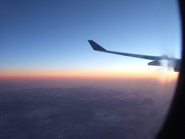 ロシア上空で迎える日の出