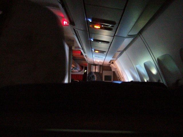 SASスカンジナビアエアラインSK983便エアバスA340 LN-RKG機内の様子飛行機の中の様子