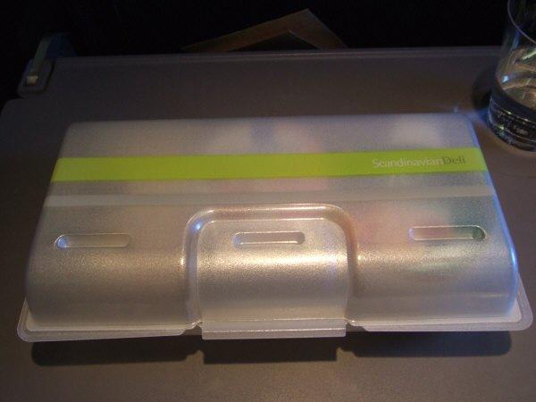 SASスカンジナビアエアラインSK983便エアバスA340 LN-RKG2度目の機内食サービス軽食サービスミールサービススカンジナビアンデリ朝食ボックスBOX