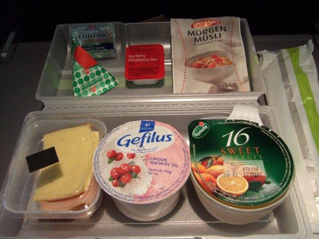 SASスカンジナビアエアラインSK983便エアバスA340 LN-RKG2度目の機内食サービス軽食サービスミールサービススカンジナビアデリScandinavianDeli Scandinavian Airlines