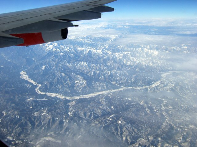 SASスカンジナビアエアラインSK983便エアバスA340 LN-RKG飛行機から見た福島県南郷村伊奈町伊奈川南会津航空写真