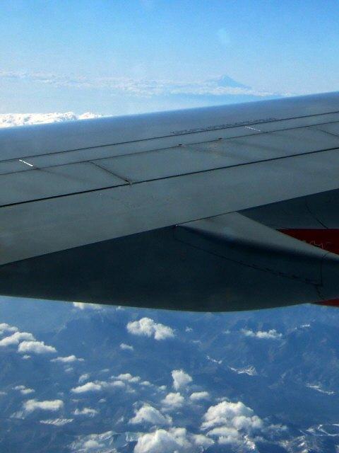 SASスカンジナビアエアラインSK983便エアバスA340 LN-RKG飛行機から見た富士山空から見た富士山写真