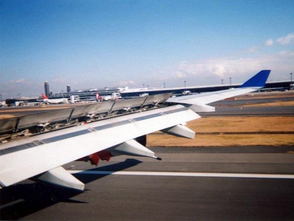 成田国際空港滑走路34Lに着陸