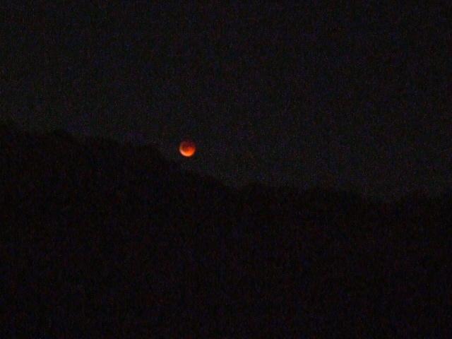 皆既月食写真赤い月怪奇月食かいきげっしょくオレンジ色