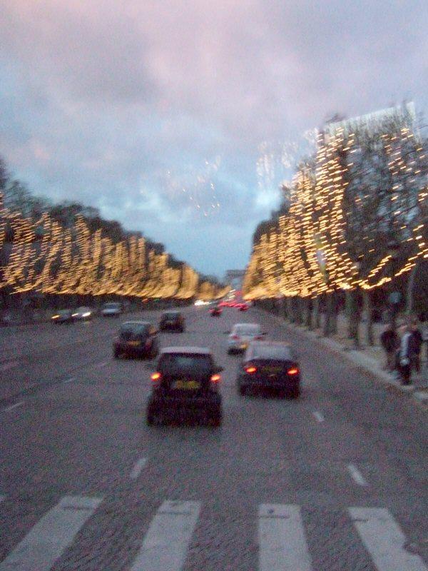 フランスパリの街角写真france-parisパリマップ地図パリ市内観光Av.des Chams-Elyseesシャンゼリゼ通りクリスマスイルミネーションライトアップ夕景夕焼け