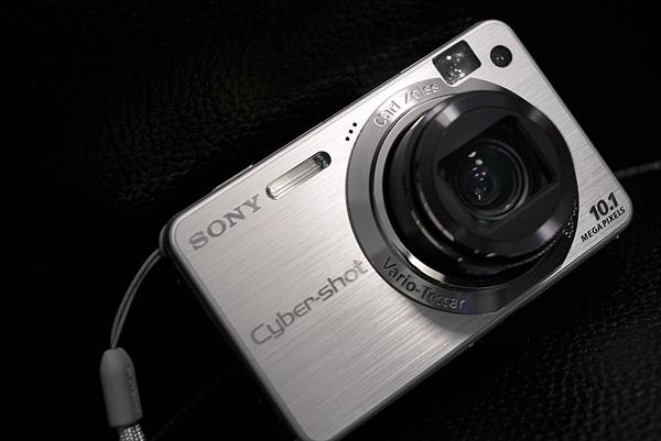 「このカメラがいいね」と妻が言ったから、1月4日はコンデジ記念日。