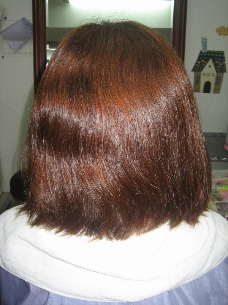 髪が多い 広がる髪