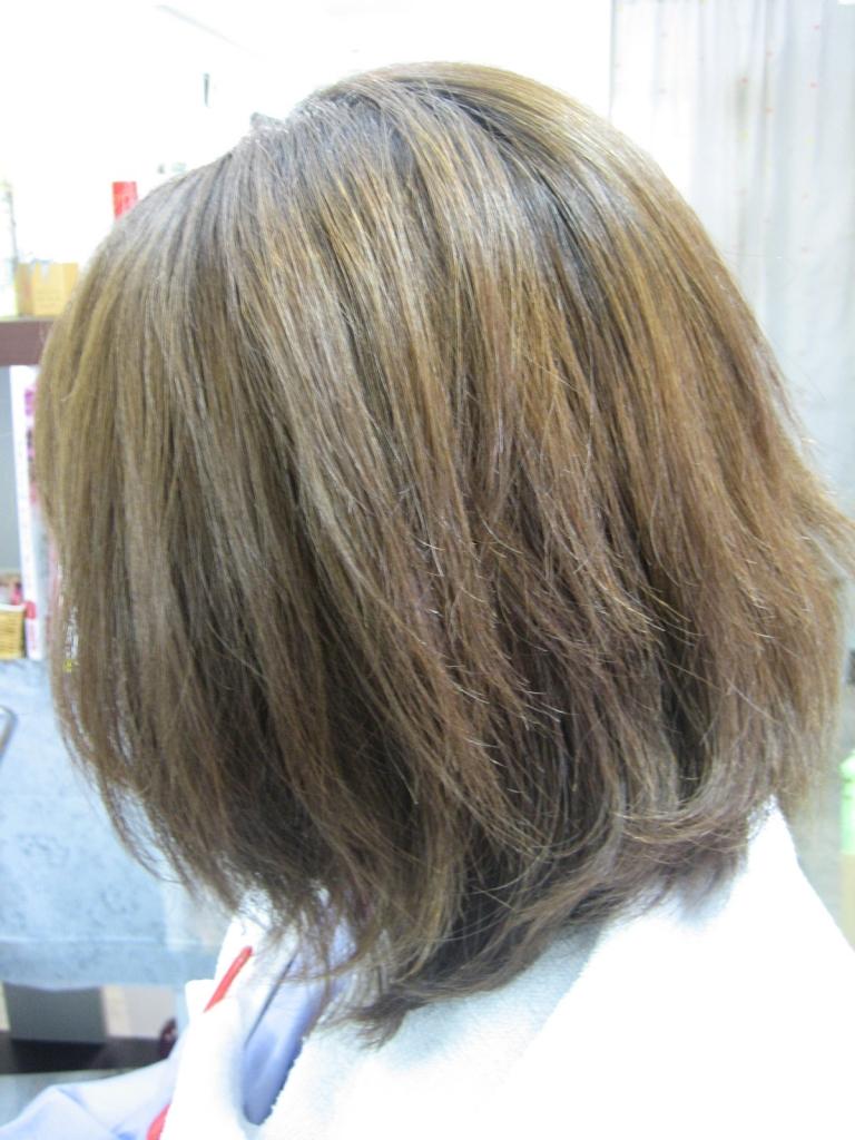 毛先にパーマかけて広がってしまい パーマで髪が痛んでしまった