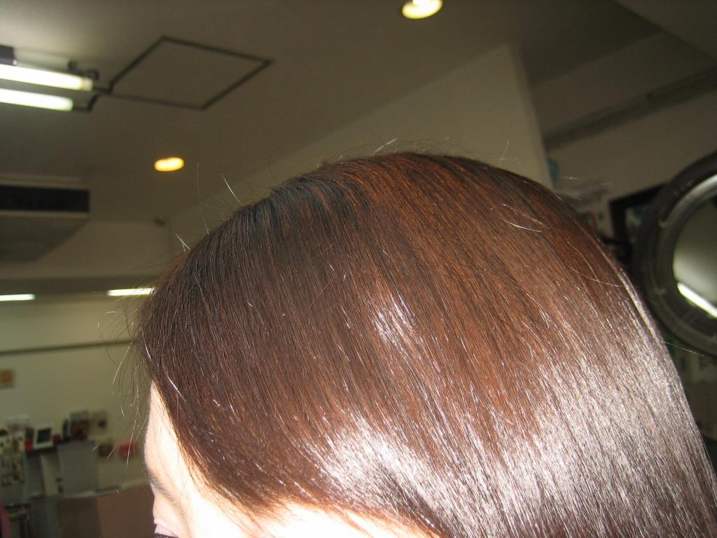 前髪を流した縮毛矯正