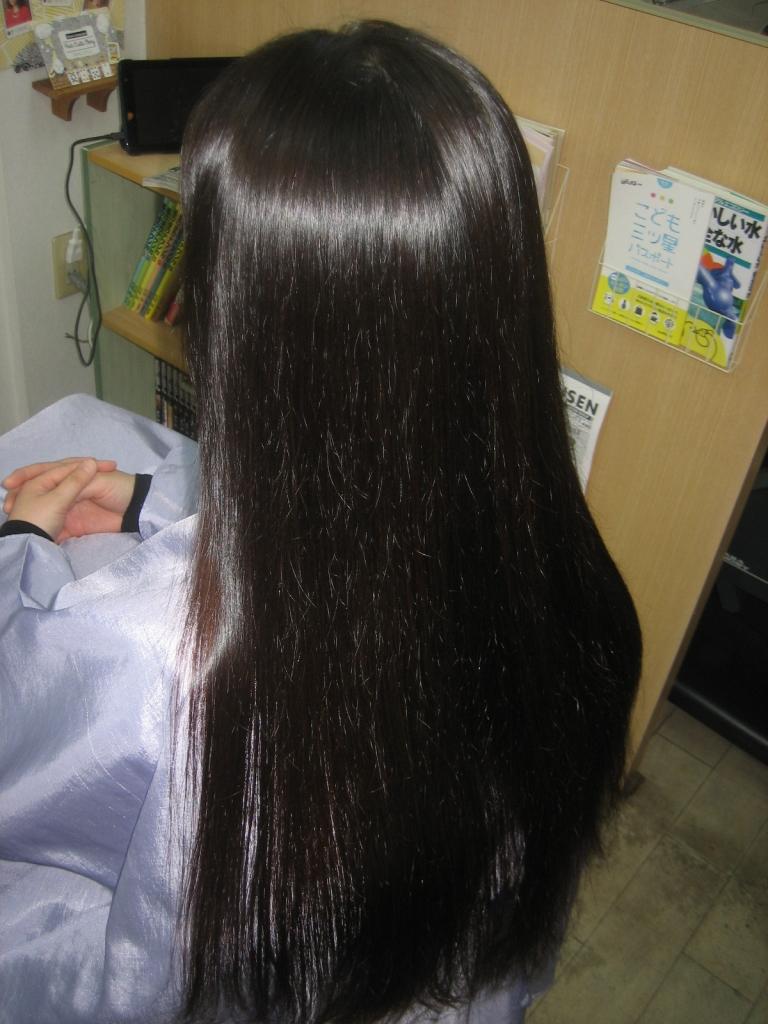 根元の髪の量を一番綺麗に減らす方法は縮毛矯正