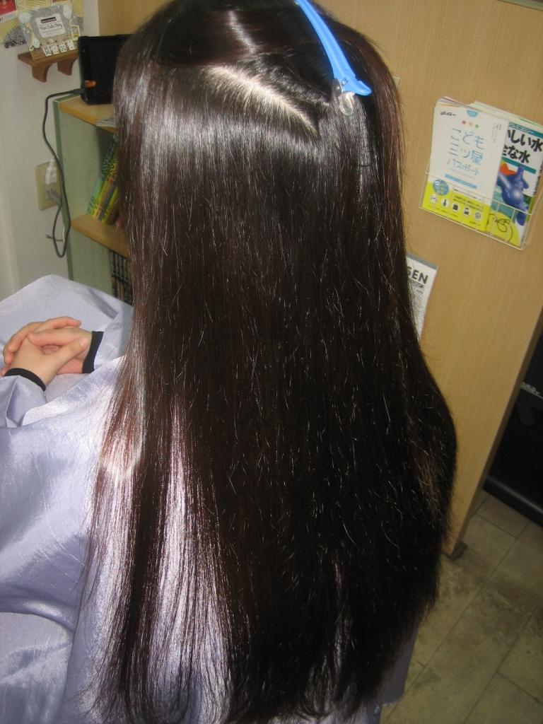 髪の広がりをカット以上に減らすのが縮毛矯正