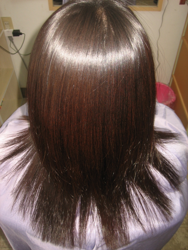奈良市 美容室 40代が得意 白髪染めと縮毛矯正が同時に出来る