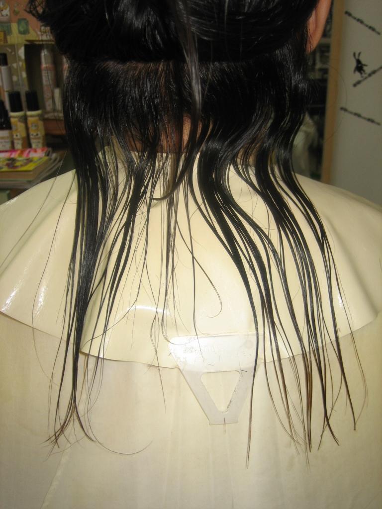 天使 高校生の美容室の失敗 縮毛矯正 髪の量を減らす