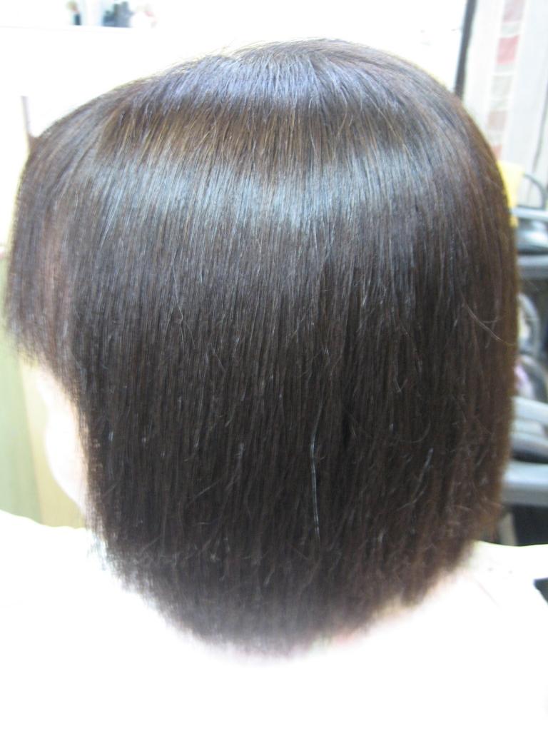 髪のダメージが気になる60代女性