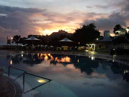2007.05.15 グアム:夕空とプール