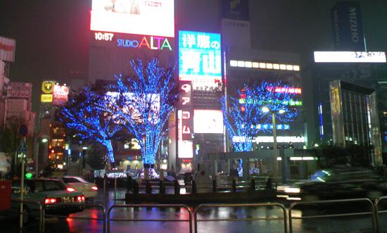 雨の新宿東口