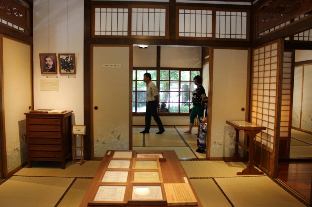 写真3.宜蘭設治紀念館に飾られている菊次郎氏の写真(1)