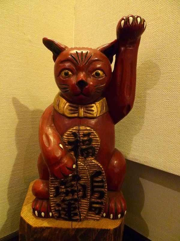木彫の招き猫