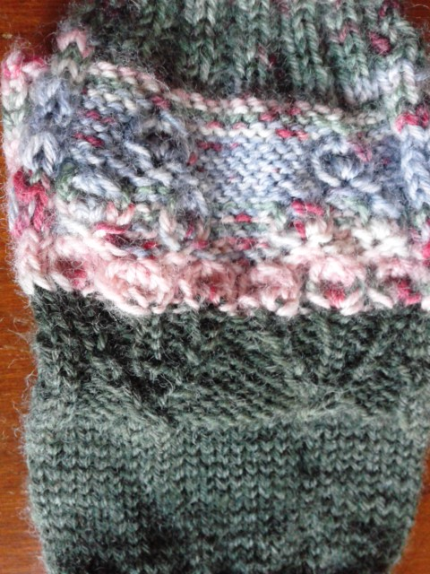 模様編みは三角がテーマだったが…