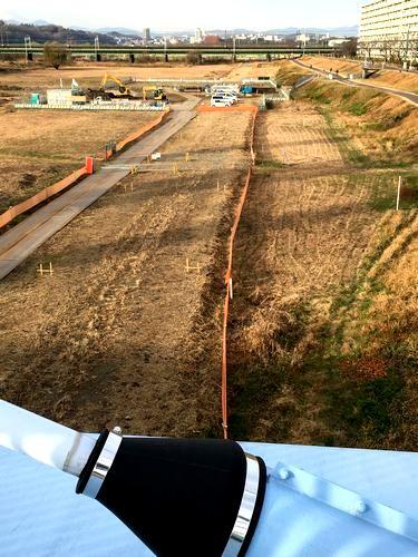 工事中の河川敷内道路・橋梁を是政橋より見る