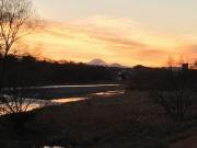 川の流れと富士山