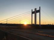 是政橋にかかる初日の出