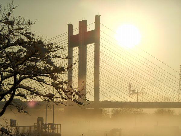 靄の是政橋
