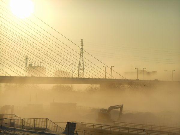 靄に浮かぶ是政橋