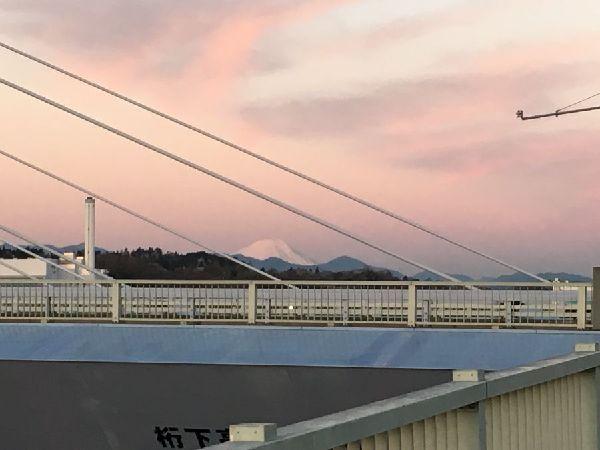 是政橋を通して富士を望む
