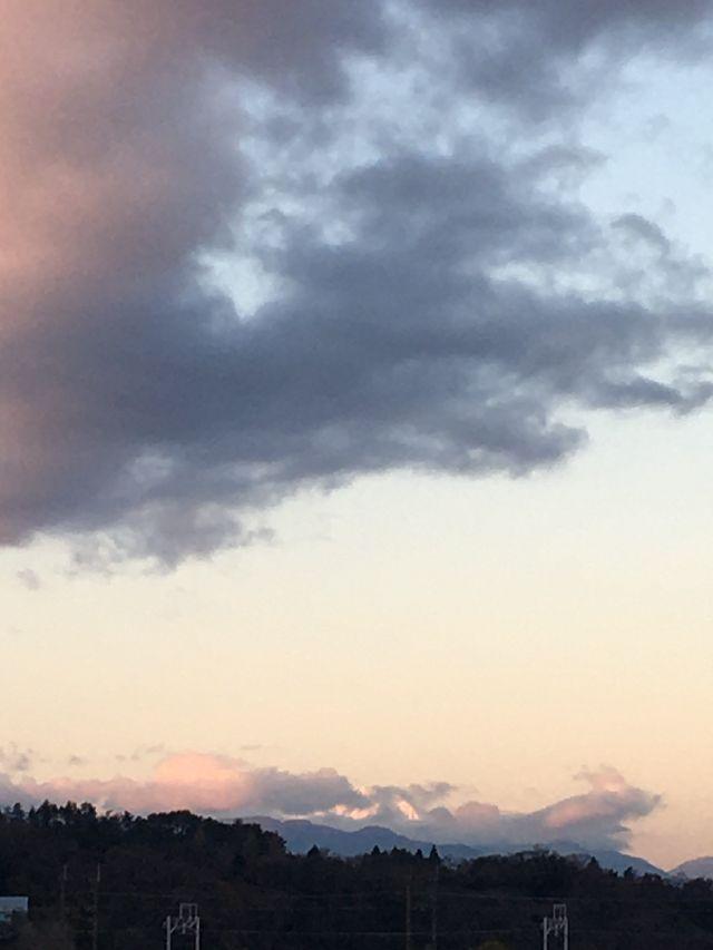 雲に阻まれて富士も困惑そう