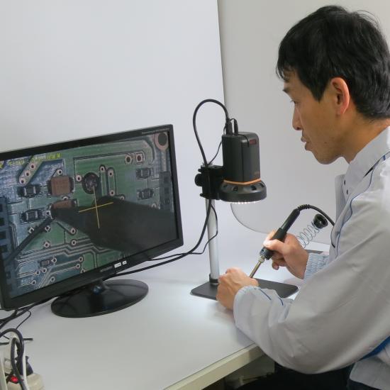 HDMIマイクロスコープUM08を使って半田付け