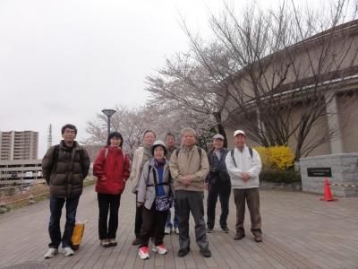 首都大学東京正門前