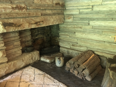 ゲストハウスの暖炉.jpg