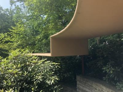 ゲストハウス通路の屋根.jpg