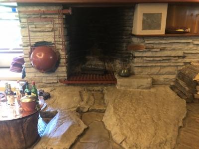 リビングの暖炉.jpg