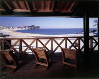 テラスからビーチを望む