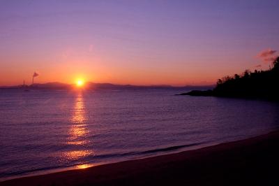 宿前から朝日を望む