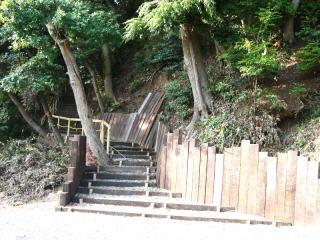 取手面足神社の新築された階段