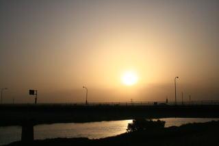 栄橋と利根川夕陽