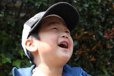 nalブログ。写真と旅と言葉たち。www.nalblog.com 未来を描く笑顔 この笑顔で  未来を描く  この笑顔が  未来を作る     写真:©2010 Yuko Yamada. All Rights Reserved. 使用カメラ:デジタル一眼レフカメラ Canon EOS Kiss X3 使用レンズ:EF-S 18-55mm f/3.5-5.6 IS 三脚使用:なし