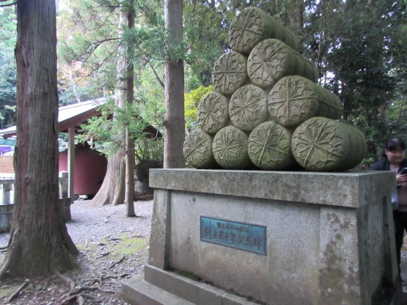 米俵のモニュメント