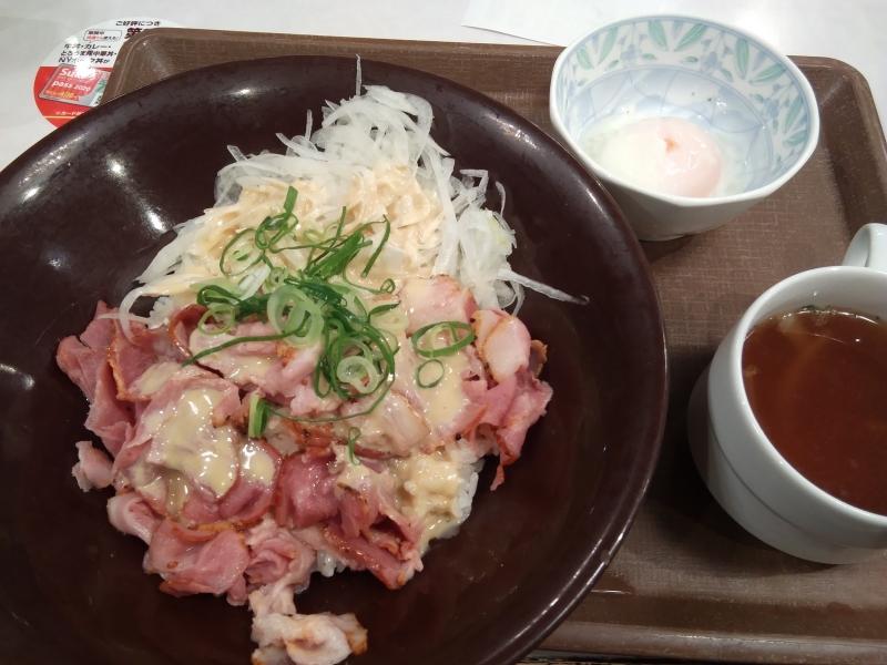 牛丼チェーン店のすき屋の期間限定メニューニューヨークポーク丼ポークパストラミ