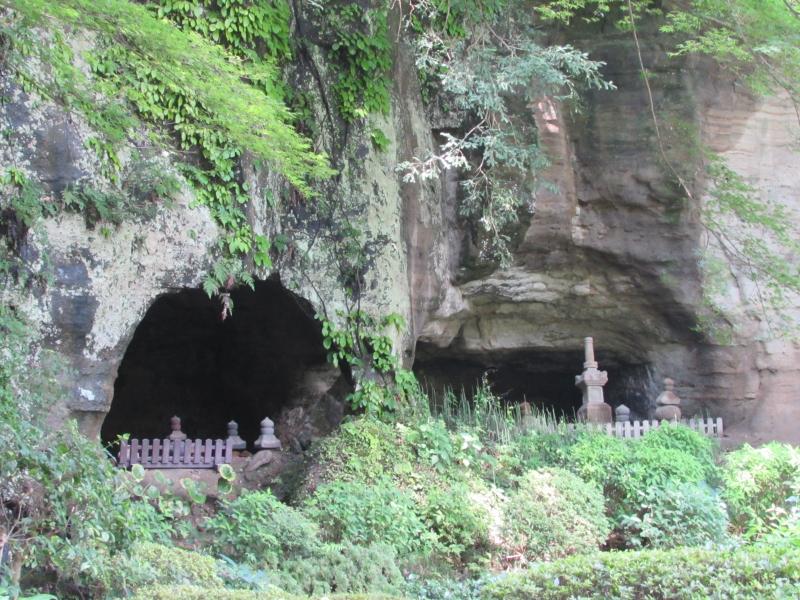 報国寺の洞窟とお墓